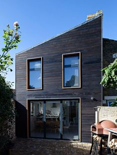 London house extension clad in cedar that is blackened using the Japanese technique Shou Sugi Ban Cedar Cladding, House Cladding, Wooden Facade, Cedar Homes, Street House, Town House, Small Buildings, London House, Exterior Siding