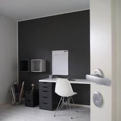 📷 K O T O N A #yläkerrassa #omakoti #koti #työhuone #sisustus #sisustusinspiraatio #interiordesign #interiorinspo #whiteinterior #nordicminimalism #instakodit #inspotoyourhome #hellinterior1 #homeinspo #homedecor #whitehome #ihanaaollakotona Workspace Inspiration, Home Office Space, Black Walls, Office Interiors, Home Decor Bedroom, Boy Room, Game Room, Home Interior Design, Makati