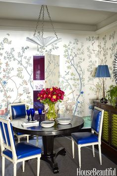 Nick Olsen dining room chinoiserie wallpaper blue leather square back Louis chairs jib door Olsen, Beautiful Interiors, Beautiful Homes, House Beautiful, Blue Leather Chair, Leather Chairs, Fine Paints Of Europe, Colorful Apartment, White Dining Chairs