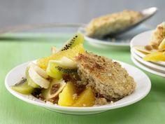 Quinoa-Quark-Auflauf mit Obstsalat | Kalorien: 482 Kcal - Zeit: 30 Min. | http://eatsmarter.de/rezepte/quinoa-quark-auflauf
