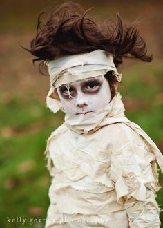DIY Mummy Costume -- I'm going to attempt this for my oldest this year!  He wants to be a mummy!  Great tips!