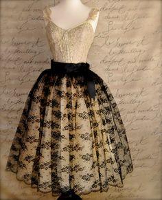 Mlle. Chantilly lace tulle skirt. Black lace por TutusChicOriginals