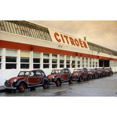 Recién salidos de la fábrica, nuestros entrañables #2CV #TBT#vintage #motor #citroen : @citroenespana