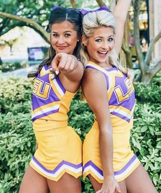 Cheerleading Picture Poses, Cheer Picture Poses, Cheer Poses, High School Cheerleading, Cheerleading Outfits, Sports Uniforms, Cheer Uniforms, Dance Senior Pictures, Cute Cheer Pictures
