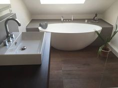 Salle de bain moderne par Badeloft GmbH