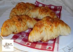 Dupla sajtos kefires kifli Recept képpel - Mindmegette.hu - Receptek Kefir, Bagel, Biscuits, Healthy Living, Deserts, Bread, Cheese, Chicken, Recipes