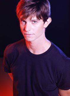 Sexy fictional character from Roswell - Max Evans <3 Jason Behr
