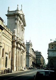 Carlo Maderno. Santa Susana, Roma (1606). Fachada, vista lateral.
