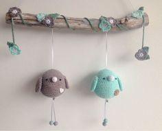 De leukste spulletjes voor in huis, kraamcadeautjes die te leuk zijn om cadeau te geven en ideeën voor de babykamer, traktaties en knutselwerkjes. Crochet Home, Crochet Gifts, Cute Crochet, Crochet For Kids, Newborn Crochet, Crochet Baby, Knit Crochet, Crochet Patterns Amigurumi, Crochet Dolls