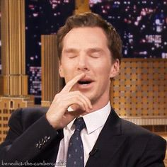 tumblr_nwy01aV7ck1spossoo10_400.gif 268×268 pixels Benedict Cumberbatch Is he laughing or crying?