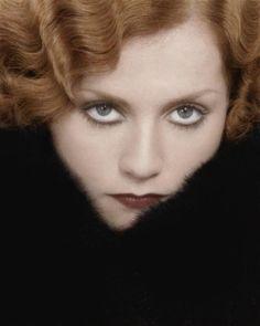 Isabelle Huppert dans Violette Nozière (Claude Chabrol, 1978)