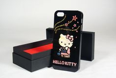 Hello Kitty Maki-e iPhone 5 Case made by artisans of the Fukui Prefecture in Japan. These iphone cases are not printed, they are handmade, unique, with gold and sea shell. www.kusuyama.jp