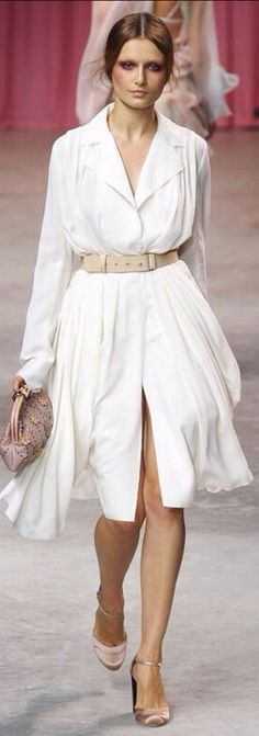 Nina Ricci at Paris Fashion Week Spring 2011 Classy Summer Outfits, Pretty Outfits, Fashion Line, White Fashion, Paris Fashion, Shirtwaist Dress, Classic Style Women, Buy Dress, Fashion Pictures