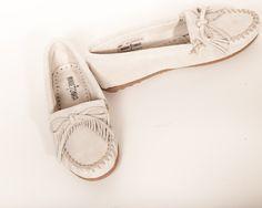 Minne Tonka - KILTY Hardsole moccasin shoes in Stone