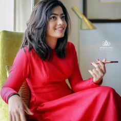 Rashmika mandana actress thunder thighs sexy legs images and sexy boobs picture and sexy cleavage images and spicy navel images and sexy b. Cute Beauty, Beauty Full Girl, Beauty Women, Real Beauty, Most Beautiful Bollywood Actress, Beautiful Actresses, Beautiful Girl Hd Wallpaper, Beautiful Girl In India, Beautiful Images