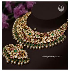 Royal Jewelry, Indian Jewelry, Gold Jewelry, Gold Necklace, Emerald Necklace, Short Necklace, Jewelry Bracelets, Necklaces, Jewelry Design Earrings