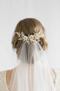Hair Comes the Bride - 20 Bridal Hair Accessories Get Style .- Hair Comes the Bride – 20 Bridal Hair Accessories Get Style Advice for Any Budget This hair comb is a charming piece to frame your hairdo and attach the flyaway veil - Floral Wedding Hair, Hair Comb Wedding, Wedding Hair And Makeup, Wedding Veils, Headpiece Wedding, Gold Headpiece, Floral Hair, Wedding Hairstyles With Veil, Up Hairstyles
