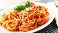 grafika food, pasta, and spaghetti Italian Lunch, Italian Pasta, Italian Dishes, Italian Recipes, Sauce Recipes, Pasta Recipes, Cooking Recipes, Cooking Hacks, How To Make Spaghetti