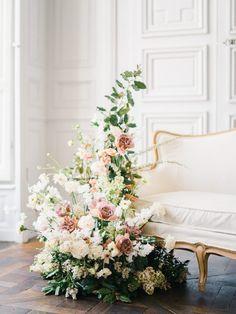 Wedding Venue Decorations, Wedding Centerpieces, Pelamin Simple, French Chateau Wedding Inspiration, Floral Wedding, Wedding Flowers, Romantic Weddings, Blush Weddings, New Years Wedding
