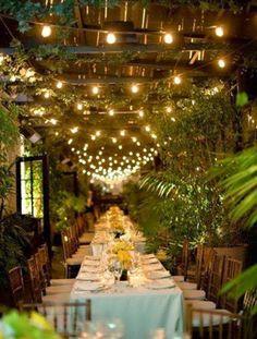 Ambientación de la boda: luces amarillas