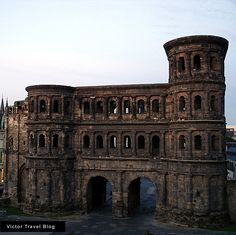 This is a symbol of Trier, small city in Deutschland, and the part of the ancient wall around it, which was erected in 160-180 years. Porta Nigra – magnificent and majestic building. www.victortravelblog.com/2011/10/30/porta-nigra-trier/