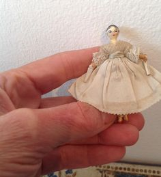 Grodnertal in original costume from dollyweatherwax on Ruby Lane Dollhouse Dolls, Miniature Dolls, Antique Dollhouse, Dollhouse Ideas, Dollhouse Miniatures, Tiny Dolls, Old Dolls, Victorian Dolls, Vintage Dolls