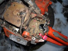 Did he ever clean it ? I never seen so dirty motor saw.