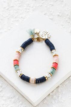 Funky Jewelry, Beaded Jewelry, Jewelry Accessories, Jewelry Design, Beaded Bracelets, Charm Armband, Gold Armband, Mykonos, Rose Pompon