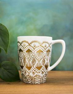 DIY gold-pain mug makeover.