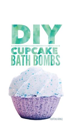 This DIY is so cute -- a Cupcake Bath Bomb! Perfect gift for friends and family. This large bath bomb does not use meringue frosting which is awesome. Homemade Beauty, Homemade Gifts, Diy Gifts, Homemade Products, Bath Boms, Diy Beauté, Easy Diy, Cupcake Bath Bombs, Homemade Bath Bombs