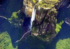 Imagen Panorámica del Kerepakupai Vená, en idioma pemón significa: salto del lugar más profundo. Canaima-Venezuela.
