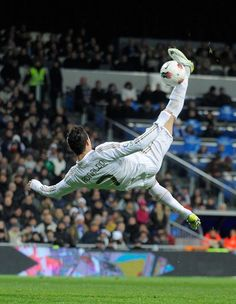 Cristiano Ronaldo Photos Photos - Cristiano Ronaldo of Real Madrid tries an overhead kick during the La Liga match between Real Madrid and Levante at Estadio Santiago Bernabeu on February 2012 in Madrid, Spain. - Real Madrid CF v Levante UD - Liga BBVA Ronaldo Real Madrid, Cr7 Messi, Lionel Messi, Neymar, Play Soccer, Football Soccer, Soccer Stars, Ronaldo Football, Cristano Ronaldo