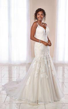 Mixed-Fabric Trumpet Gown with Scrolling Lace Pattern - Stella York Wedding Dresses Mischgewebe Trompete Kleid mit Scrolling Lace Muster - Stella York Brautkleider
