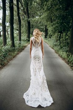 Obtain Inspirations For Your Personal Wedding Gown With Our Massive Wedding Gown Photos Album. Make Your Own Personal Wedding Day Great.