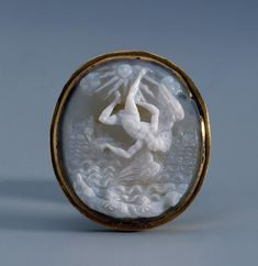 """The Fall of Icarus"".Cameo Place of creation: Italy. Date: late 16th - early 17th century. Material: agate, gold."