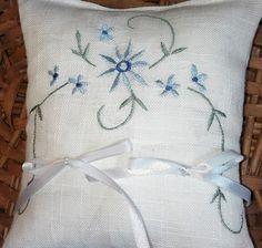cuscino per fedi ricamato, by bandullera, 6,00 € su misshobby.com