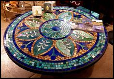 free mosaic patterns for tables Round - Bing images Mosaic Tile Table, Mosaic Tray, Tile Tables, Mosaic Glass, Stained Glass, Mosaic Table Tops, Glass Art, Mosaic Crafts, Mosaic Projects