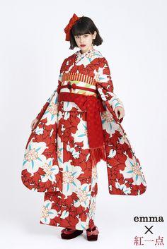 レトロ柄振袖 赤色/白色 レトロ 成人式は個性的なレトロ振袖 Anime Kimono, Yukata Kimono, Traditional Japanese Kimono, Traditional Dresses, Kimono Fashion, Fashion Outfits, Kimono Pattern, Vogue Korea, Weird Fashion