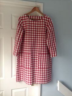 Lotte Jansdotter Esme dress length in IKEA gingham Clothing Patterns, Dress Patterns, Cool Outfits, Fashion Outfits, Fashion Trends, Ikea Fabric, Straight Dress, Straight Stitch, Stylish Dresses