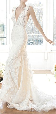 Lace appliqué wedding gown / YolanCris