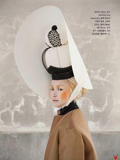 Vogue Korea Title: Woman in Folk Painting Model: Lee Hye Jung Photographed by Koo Bohn Chang January 2013 Korean Fashion Trends, Asian Fashion, Fashion Art, Editorial Fashion, Fashion Design, Folk Fashion, Vogue Magazine, Korean Outfits, Korean Clothes