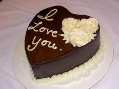 The best cake for your beloved partner. The cake is made up of chocolate with double layers of ganache. This cake is perfect for all occasions and available in the weight of 500 gms. Valentines Day Chocolates, Valentines Day Cakes, Valentine Chocolate, Chocolate Hearts, Happy Chocolate Day, Chocolate Oreo Cake, Chocolate Lovers, Köstliche Desserts, Delicious Desserts
