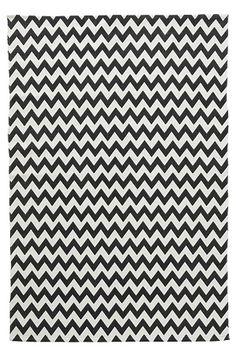 Gulvtæppe i vævet kvalitet med printet mønster. <br><br>For øget sikkerhed og komfort, brug et skridsikkert underlag, som holder dit tæppe på plads. Skridsikre underlag findes i flere forskellige størrelser. <br><br>100% bomuld<br>Vask 40°