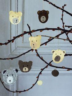 suspensions en papier ou carton en forme de tête d'ours à accrocher aux branches du sapin