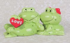 ON SALE Frog Couple Love Bank - $11.05 USD