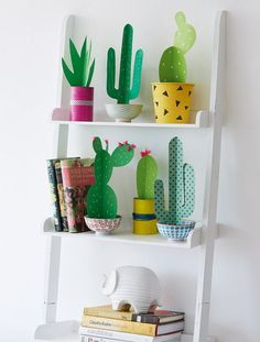 Are you in the cactus trend? Get inspired with one of these faux cactus and succulents ideas Decoration Cactus, Cactus Craft, Cactus Diys, Cactus Plants, Indoor Cactus, Cacti Garden, Easy Paper Crafts, Diy Paper, Diy Crafts