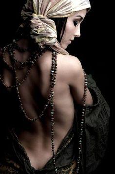One of the most beautiful and underestimated parts of a woman.her back: Boho Gypsy ⚜️ Ꮗiℓd 'ɲ' Frƹƹ™ (bohemian gypsy. by lilly) Boho Gypsy, Hippie Bohemian, Bohemian Style, Hippie Chic, Bohemian Clothing, Gypsy Chic, Bohemian Accessories, Gypsy Life, Gypsy Soul