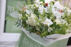 The sweet scent of the first narcissi, Zita Elze white bouquet - say it with flowers