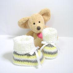 Chaussons bébé tricotés blancs, jaunes et gris 0/3 mois Tricotmuse : Mode Bébé par tricotmuse