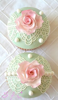 Sugar flowers Creations-Nicky Lamprinou: Lace from sugar and technical Sugarveil